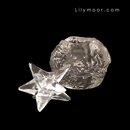 Snowball and star for vignette decor